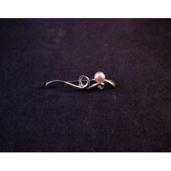 Sterling silver and pearl brooch. Price includes nationwide delivery