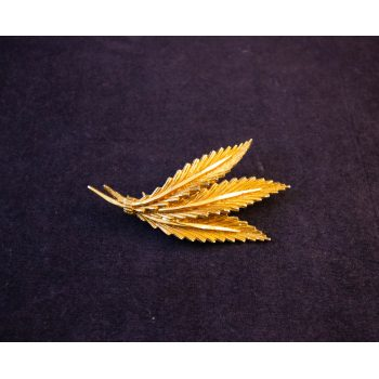 Gilt feathers or leaves costume brooch. Price includes nationwide delivery